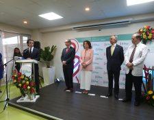 El expresidente de España, José María Aznar y su esposa  estuvieron presentes en la inauguración de las nuevas áreas de atención del Hospital El Pilar. Foto Prensa Libre: Norvin Mendoza
