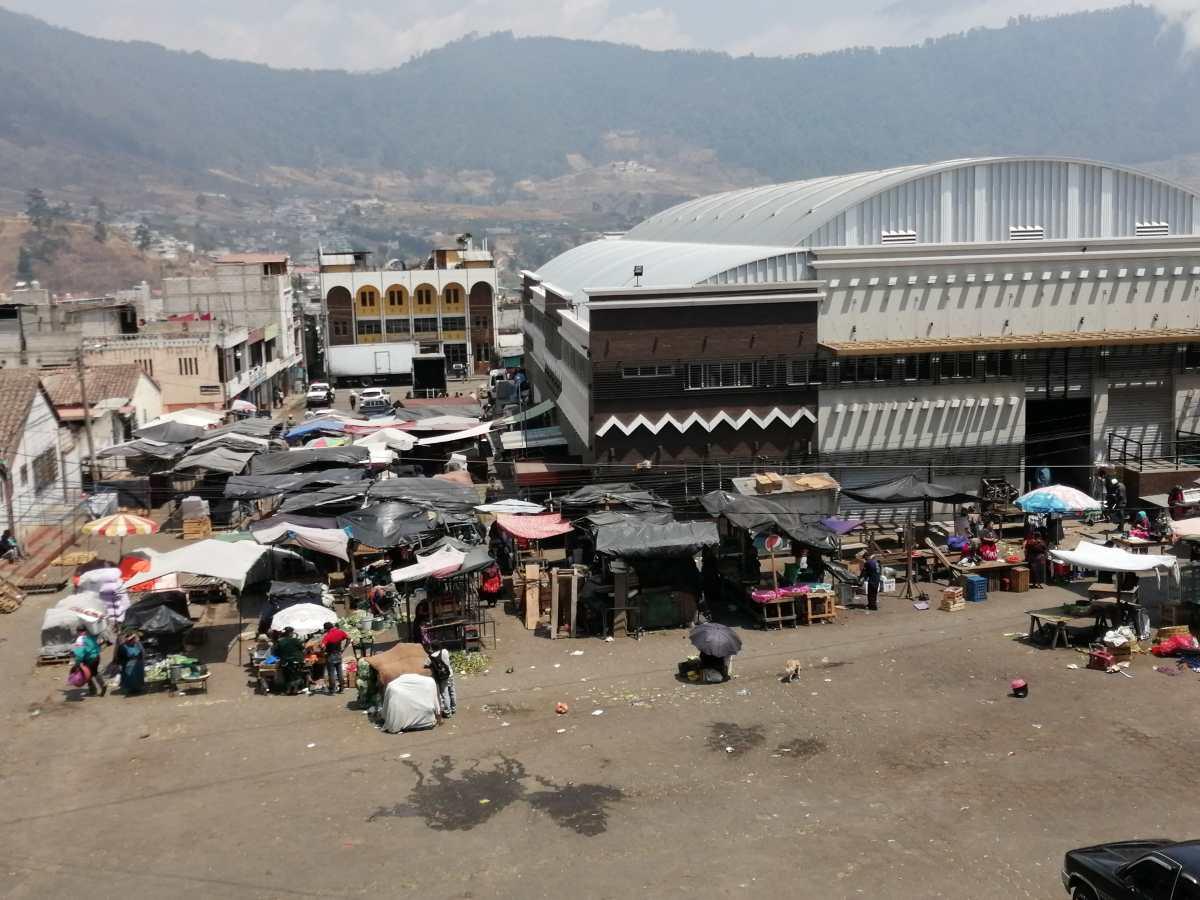 Coronavirus: autoridades toman medidas para el mercado de Almolonga, municipio que tiene plaza todos los días