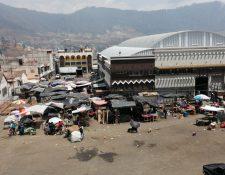La plaza de Almolonga se caracteriza por la venta de hortalizas. (Foto Prensa Libre: María Longo)