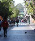 Negocios y centros comerciales cerrados, así como restricción de servicios de mesas, son algunas medidas implementadas por el gobierno en Guatemala. (Foto, Prensa Libre: Hemeroteca PL).