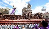 La procesión duró 12 horas con treinta minutos.
