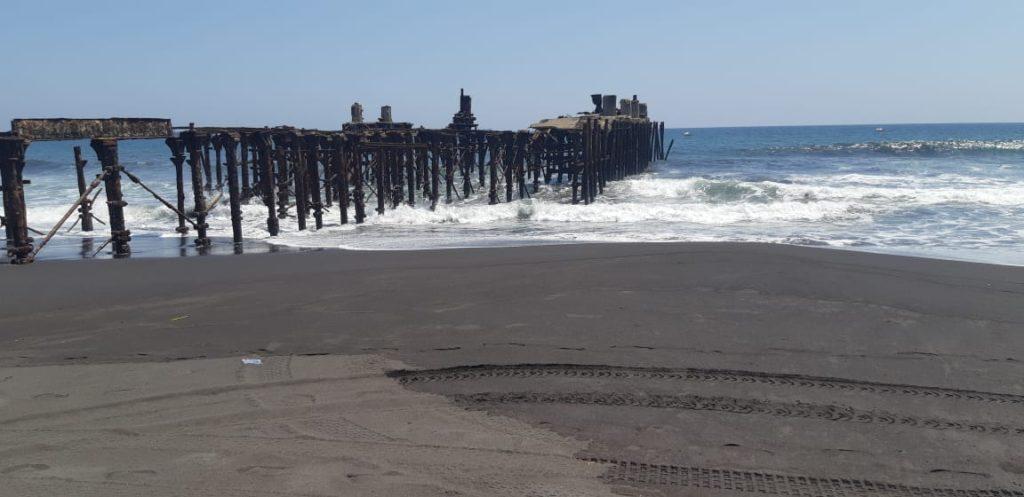 El muelle del puerto San José, que durante la Semana Santa se llena de personas, está vacío durante la cuarentena en Guatemala por el covid-19. (Foto Prensa Libre: Hemeroteca).