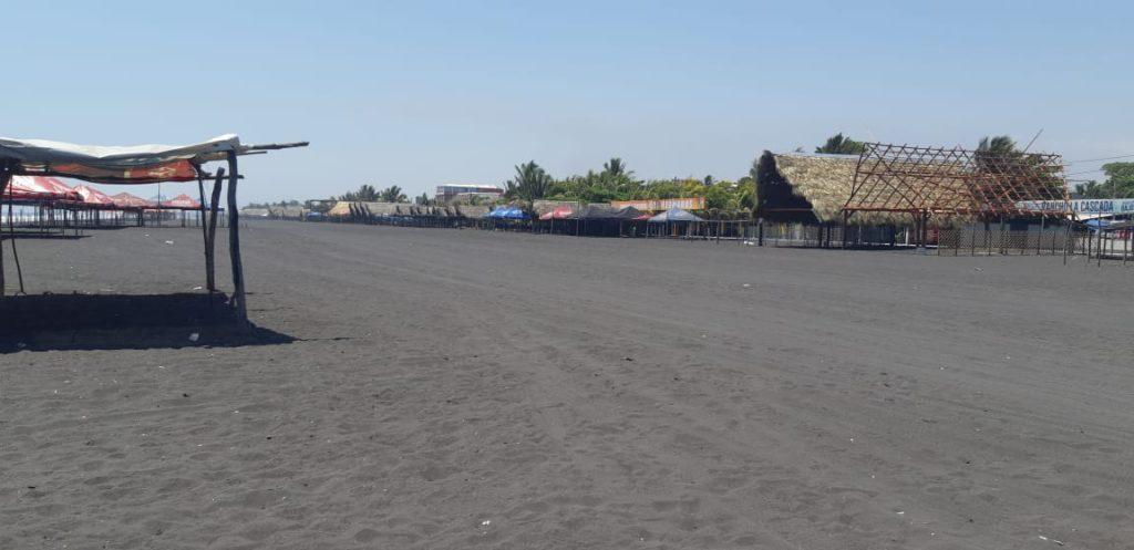Los comerciantes de la playa pública del Puerto de San José, Escuintla, cerraron desde hace días. Foto Prensa Libre: Enrique Paredes