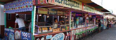Comerciantes de feria, instalados en San José El Ídolo, Suchitepéquez, manifestaron su preocupación ante la decisión de la comuna de suspender las actividades. (Foto Prensa Libre: Marvin Túnchez)