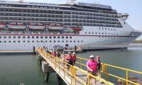 Este 13 de marzo llegaron al país dos cruceros con casi 3 mil personas. (Foto, Prensa Libre: Carlos Paredes).