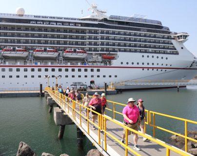 La temporada de cruceros finaliza en julio, y se espera el arribo de 11 barcos. (Foto Prensa Libre: Carlos Paredes)