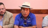 Juan Zapeta, alcalde indígena de Santa Cruz del Quiché, dijo que azotará a los acaparadores. (Foto Prensa Libre: Héctor Cordero)