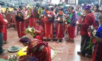 Ixiles recuerdan a sus familiares víctimas del conflicto armado interno con una ceremonia maya. (Foto Prensa Libre: Héctor Cordero)