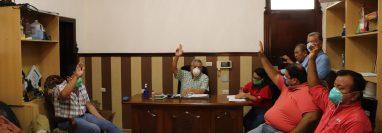 Concejo de Mazatenango aprobó que los vecinos de esa ciudad no paguen el consumo de agua entubada durante cuatro meses. (Foto Prensa Libre: Marvin Túnchez)