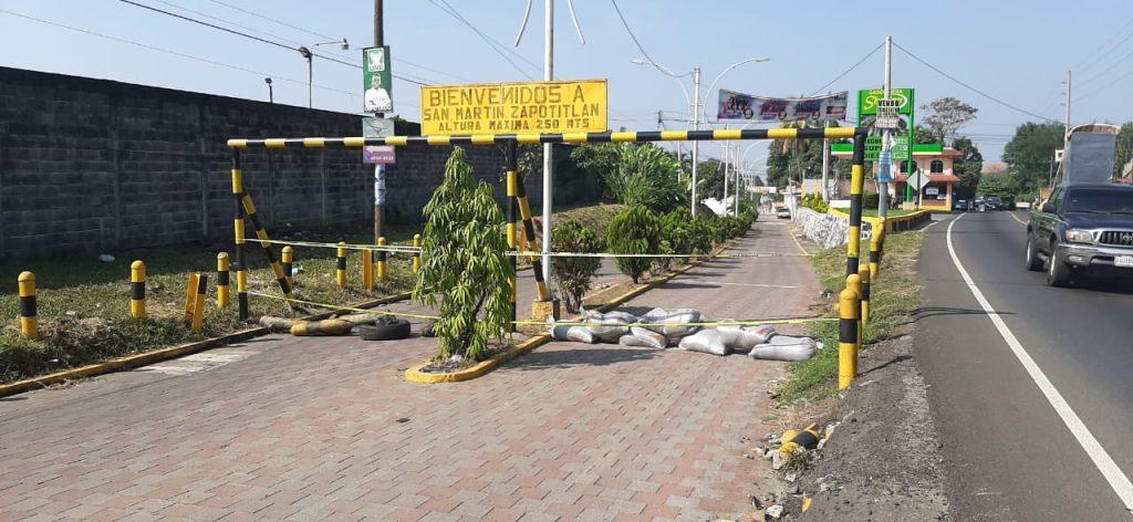 En San Martín Zapotitlan, Retalhuleu, cerraron las calles principales. Foto Prensa Libre: Rolando Miranda
