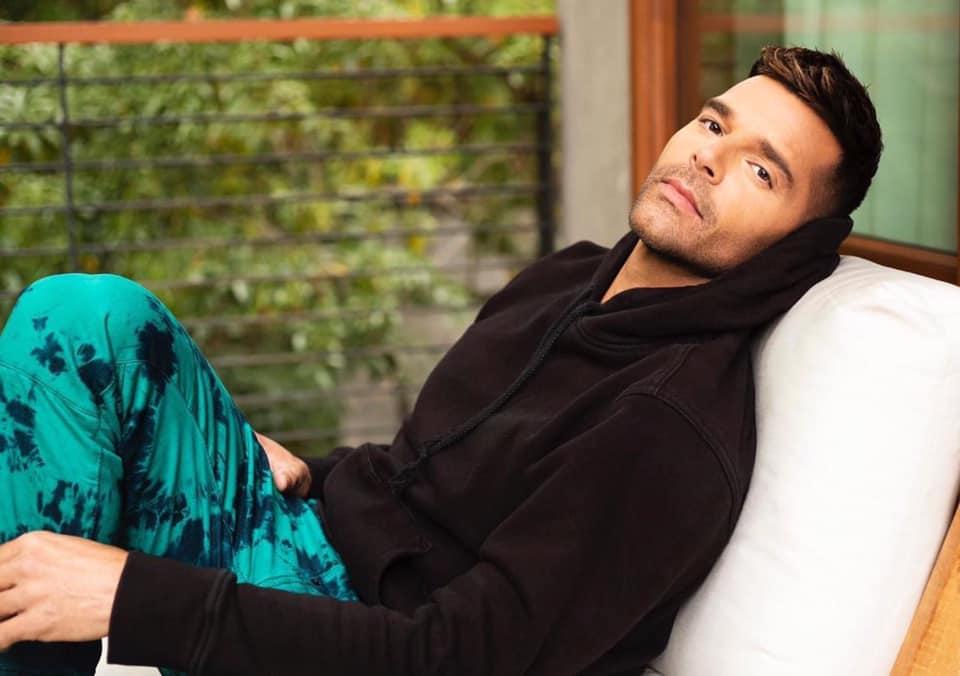 Ricky Martin pide donar para adquirir equipo médico para combatir COVID-19
