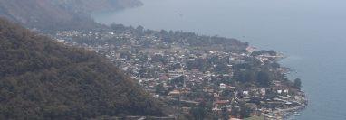 Autoridades del Conap y la Conred consideran que el incendio que se registró en el cerro Santa Elena fue provocado. (Foto Prensa Libre: Mynor Toc)