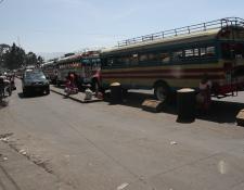 Más de 800 buses se han contabilizado en el 75 por ciento del censo al transporte extraurbano que ingresa a Quetzaltenango. (Foto Prensa Libre: María Longo)