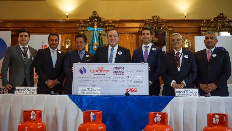 Grupo Tomza entregó donativo equivalente a lo vendido desde el 14 de enero del 2020, cuando Giammattei tomó posesión de la presidencia de la Republica de Guatemala e inició así, la Cruzada Nacional por la Nutrición.