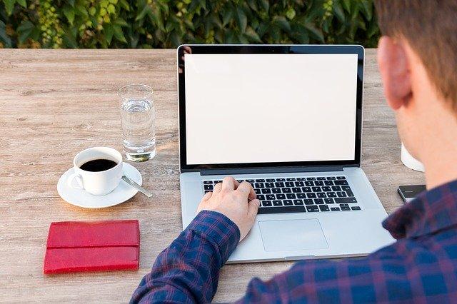 Si en estos días está trabajando en casa, busque herramientas digitales que le faciliten la labor.  Foto TeeFarm Pixabay