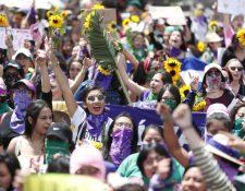La marcha de mujeres recorrió las calles y avenidas del Centro Histórico de la Ciudad de Guatemala. (Foto Prensa Libre: Esbin García)