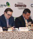 Juan Carlos Tefel, presidente del Cacif, y Guillermo Castillo, vicepresidente de la República, durante la presentación del informe. (Foto Prensa Libre: Paula Ozaeta)