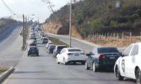 En el área de Minervas en zona 4 de Mixco hubo congestionamiento vehicular el martes por la mañana. (Foto Prensa Libre: Erick Ávila)