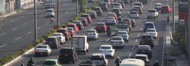 En la cuesta de Villalobos, Villa Nueva, se registró congestionamiento vehicular durante la mañana y tarde. (Foto Prensa Libre: Óscar Rivas)