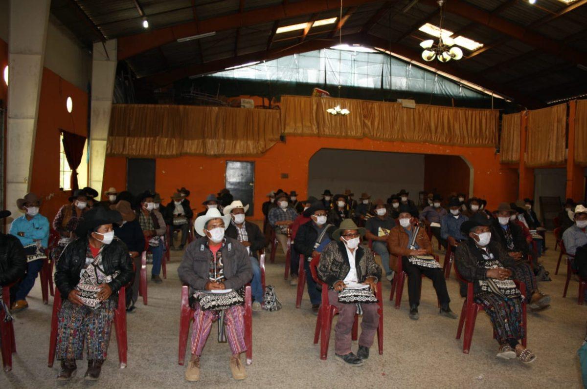 Coronavirus: Alcaldes indígenas piden a Giammattei exonerar a los guatemaltecos del pago de la luz, agua y teléfono