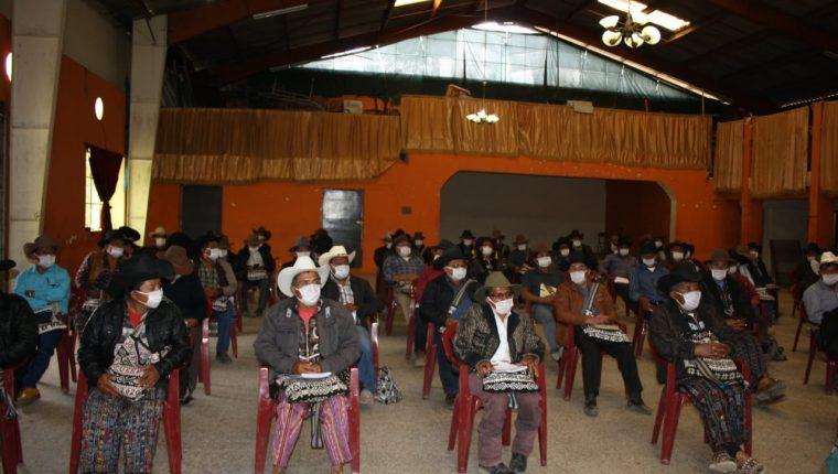 Alcaldes indígenas de Sololá exigen al presidente Alejandro Giammattei tomar en cuenta a los pueblos indígenas. (Foto Prensa Libre: Orlando de León)