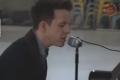 """Coronavirus: músico inglés Stephen Ridley ofrece un """"desgarrador"""" concierto en una estación de metro vacía"""