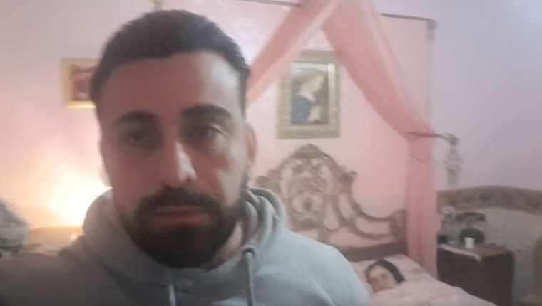 El actor italiano muestra a su hermana muerta por coronavirus en Italia. (Captura de YouTube)