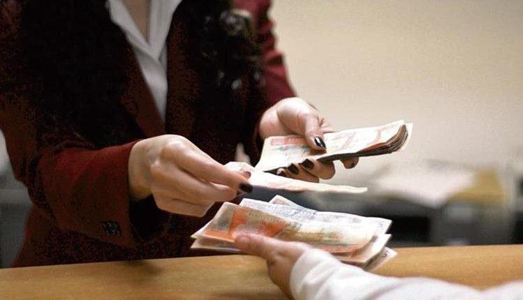 Los servicios bancarios tendrán atención especial el lunes 2 de noviembre. (Foto Prensa Libre: Hemeroteca PL)