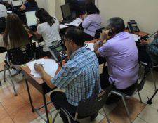 Las autoridades de Salud y Economía tienen habilitados un centro de llamadas para atender denuncias y peticiones por la calamidad. (Foto Prensa Libre: Byron González)