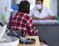 Los centros de salud son la primera línea para saber si una persona fue contagiada con covid-19.(Foto Prensa Libre: Miriam Figueroa)