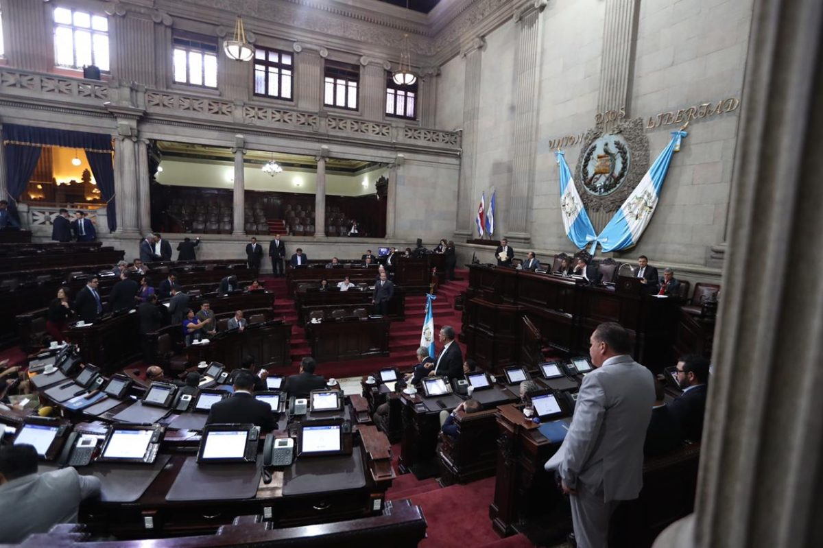 Diputados no aceptan investigación interna por discriminación contra Aldo Dávila