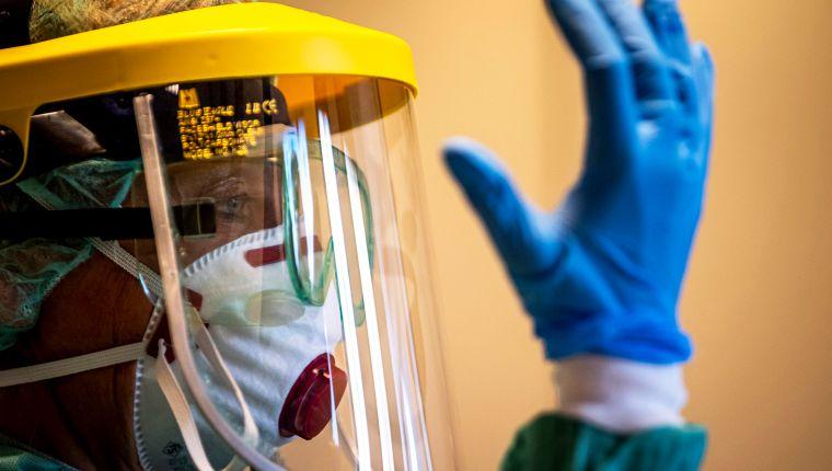 Los lineamientos de Salud son estrictos para el manejo de cadáveres de personas infectadas por coronavirus. (Foto Prensa Libre: Hemeroteca PL).