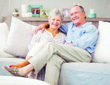 El calzado del adulto mayor debe ser cómodo y suave, para que aporte en la calidad de vida de la persona. (Foto Prensa Libre: Servicios).