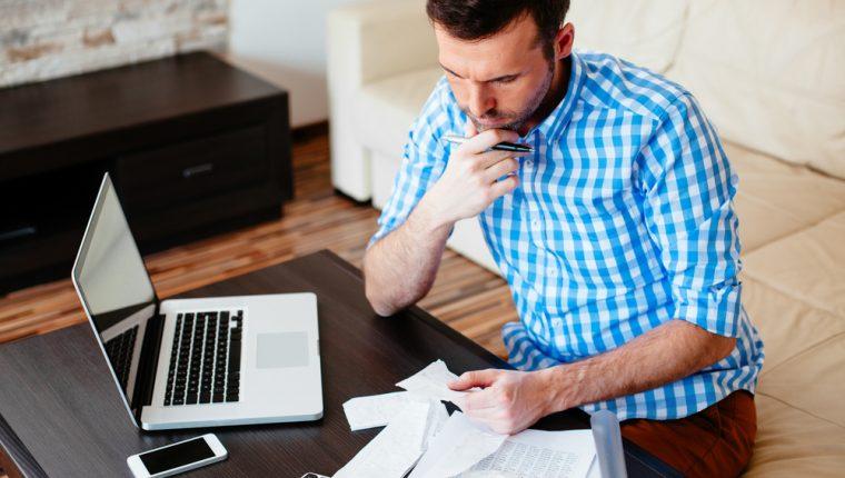 En momentos de crisis, liquidar las cuentas por cobrar es una de las primeras acciones a emprender. (Foto Prensa Libre: Shutterstock)