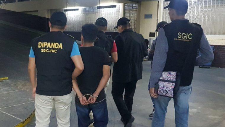 El agresor fue enviado a los tribunales para enfrentar a la justicia. (Foto Prensa Libre: PNC)