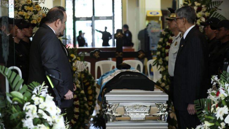 El policía fallecido recibió honras fúnebres. (Foto Prensa Libre: La Red)