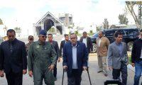 El presidente Alejandro Giammattei durante una supervisión del hospital temporal en el Parque de la Industria. (Foto Prensa Libre: La Red)