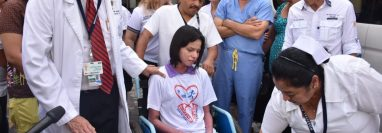 Glady Téllez es dada de alta en el Hospital Regional de Escuintla, donde fue atendida por sus quemaduras. (Foto Prensa Libre: MSPAS)