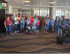 El grupo de guatemaltecos a quienes no le permitieron regresar a Guatemala. (Foto Prensa Libre: Cortesía)