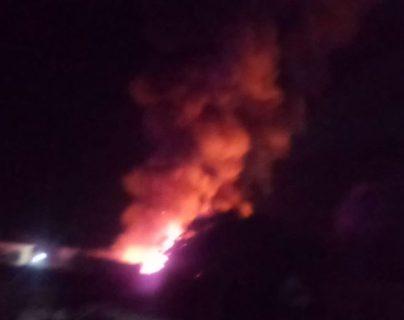 Un incendio afecta una de las áreas del mercado de Chiquimulilla. (Foto  Prensa Libre: captura de pantalla)