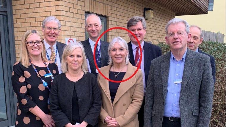 La subsecretaria de Salud del Reino Unid, Nadine Dorries, fue confirmada como paciente contagiada por el coronavirus covid-19. (Foto Prensa Libre: Nadine Dorries / Twitter)