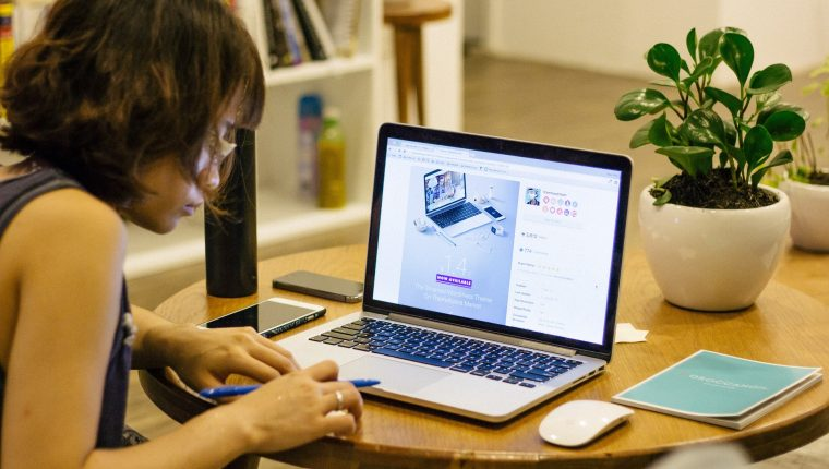 Existen varias aplicaciones que le ayudarán a ofrecer sus servicios en línea.