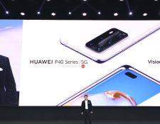 Richard Yu, CEO de Huawei Consumer BG fue el encargado de presentar el nuevo celular de Huawei. Foto Prensa Libre: Tomado de redes