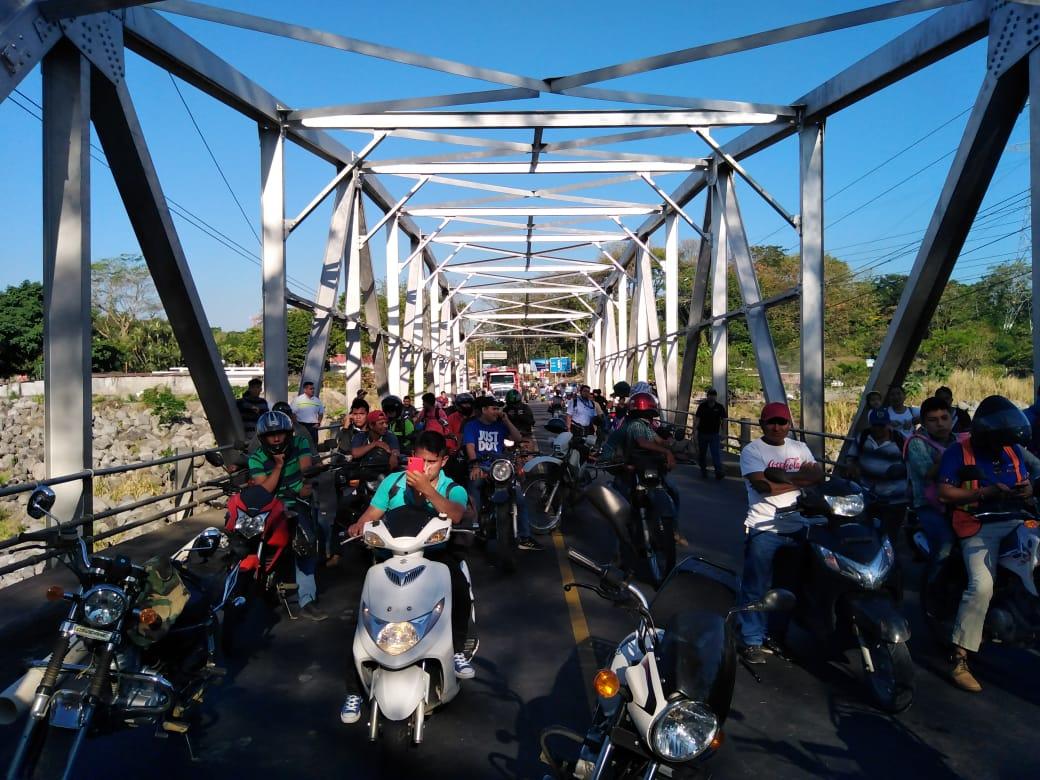 Ruta a suroccidente es bloqueada por vecinos de Retalhuleu