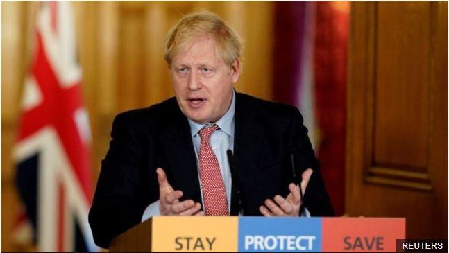 Boris Johnson presenta síntomas leves y se encuentra en aislamiento.