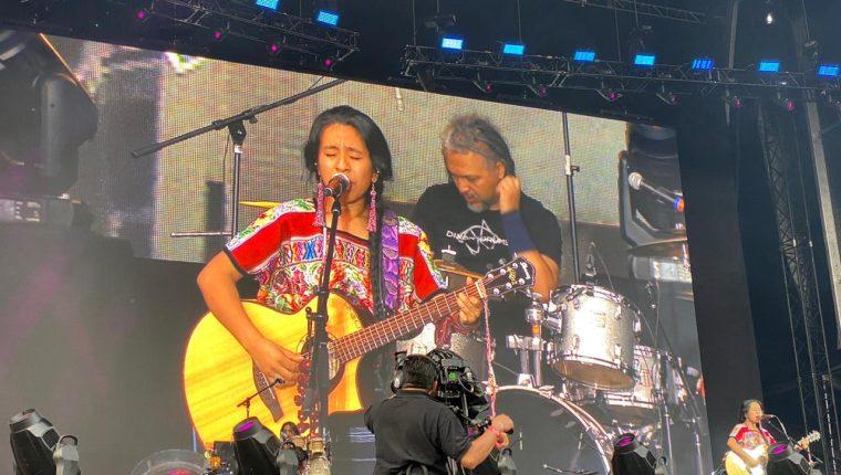Sara Curruchich durante el concierto. (Foto Prensa Libre: Cortesía).