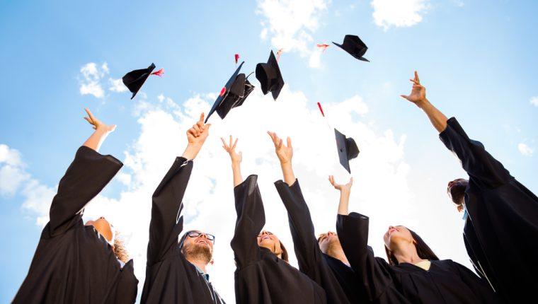 Se debe asegurar en cada caso que se tiene muy claro el grado universitario de la persona en cuestión para brindarle sus togas y birretes adecuados en colores y tallas.