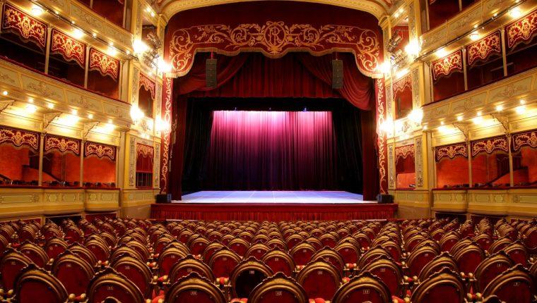 Aunque los recintos permanecen vacíos, el teatro como forma de arte sigue vivo y se celebra este viernes 27 de marzo. (Foto Prensa Libre: Servicios)