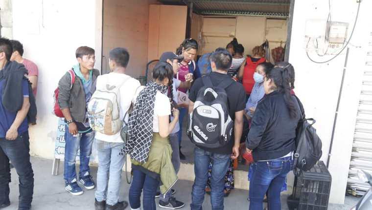 Vecinos de Tecún Umán, San Marcos, rechazan la presencia de migrantes en esa municipio fronterizo. (Foto Prensa Libre: Cortesía)