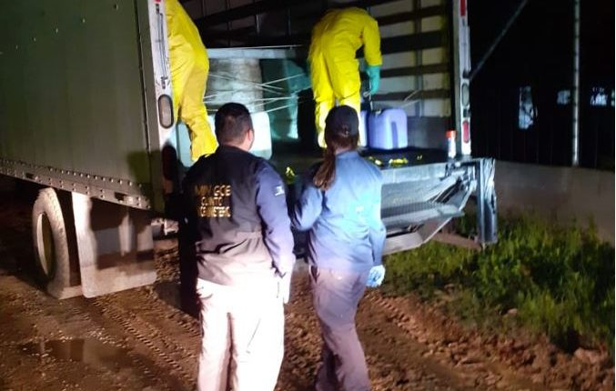 Los químicos eran trasladados en un camión. (Foto Prensa Libre: MP)
